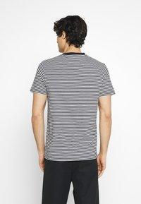 Farah - DAYTONA TEE - Print T-shirt - true navy - 2