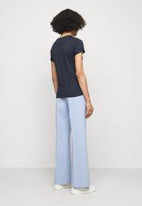 HUGO - THE SLIM TEE - Print T-shirt - open blue - 2