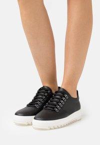 NAE Vegan Shoes - AMBER VEGAN  - Sneakers laag - black - 0