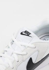 Nike Sportswear - DELFINE - Baskets basses - white/black - 2