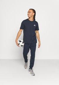 adidas Performance - ESSENTIALS - T-shirts basic - legend ink - 1