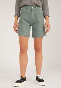 ARMEDANGELS - FREYMAA UNDYED - Shorts - eucalyptus green - 0