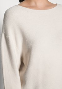 Marc O'Polo - LONGSLEEVE MODERN WIDE FIT RICE CORN STRUCTURE - Jumper - chalky sand - 4