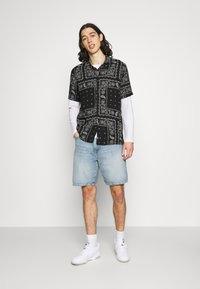 Hollister Co. - BANDANA - Shirt - black - 1