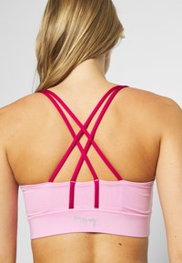 Hey Honey - CRISS CROSS BRA - Light support sports bra - macaron - 5