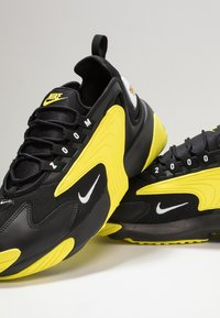 Nike Sportswear - ZOOM  - Sneakers - black/white/dynamic yellow - 6