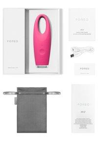 Foreo - IRIS EYE MASSAGER - Skincare tool - magneta - 2