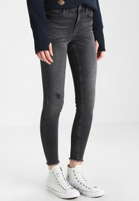 Pieces - PCFIVE DELLY  - Jeans Skinny Fit - light grey denim - 0