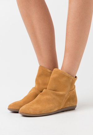 Classic ankle boots - anteado mostaza