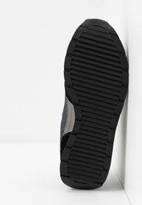 Emporio Armani - Sneaker low - black/gold - 6