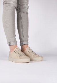 Blackstone - Sneakers laag - almond milk - 1