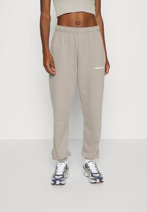 DARI PANTS WOMEN - Pantalon de survêtement - taupe