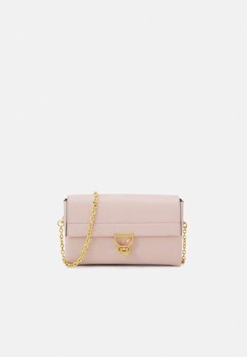 ARLETTIS CROSSBODY - Clutch - new pink