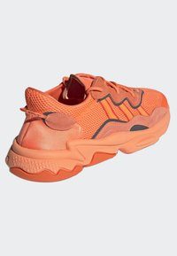 adidas Originals - OZWEEGO SHOES - Trainers - orange - 4