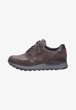 Sneakers laag - carbonasphalt