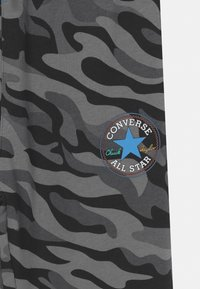 Converse - CAMO KNEE PATCH - Pantaloni sportivi - black - 2