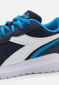 Diadora - JR UNISEX - Scarpe running neutre - estate blue/brilliant blue - 5