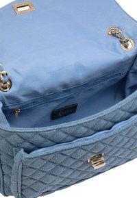 faina - Across body bag - blau denim - 4