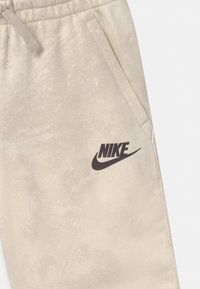 Nike Sportswear - MAGIC CLUB  - Shorts - pale ivory - 2