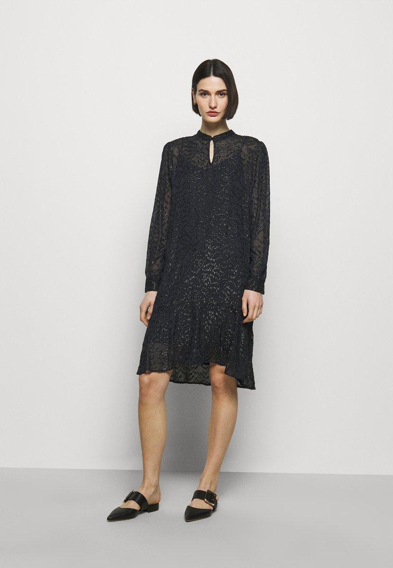 Bruuns Bazaar - ALEXANDRIA CAMARI DRESS - Shirt dress - navy blue