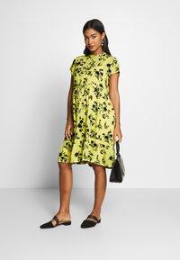 Queen Mum - DRESS NURS BANGKOK - Korte jurk - sunshine - 1