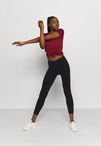 Tommy Hilfiger - FASHION PERFORMANCE TOP - Sports shirt - rouge - 1
