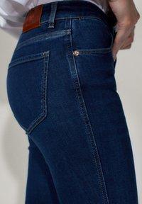 Massimo Dutti - MIT MITTELHOHEM BUND - Jeans Skinny Fit - blue - 7
