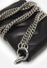sandro - QUILTED WALLET - Wallet - black - 3