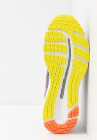 ASICS - GEL-CUMULUS 21 - Neutral running shoes - sheet rock/mako blue - 4