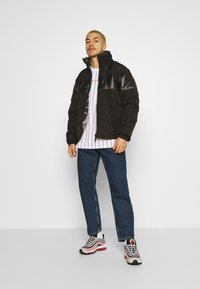 Karl Kani - OG REVERSIBLE CAMO PUFFER JACKET - Winter jacket - black - 1