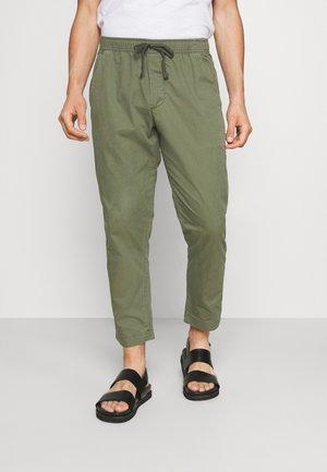 EASY PANT NEW - Pantalon classique - surplus