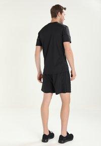 Salomon - AGILE SHORT  - Sportovní kraťasy - black - 2