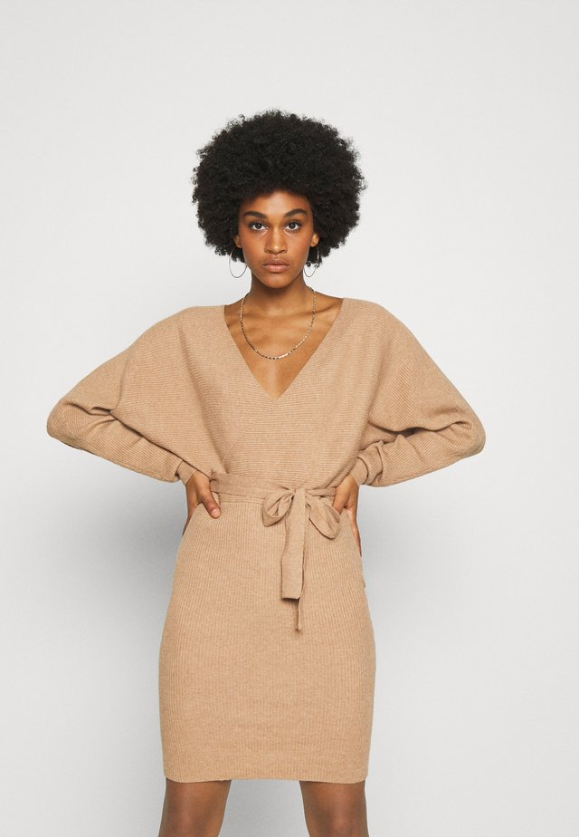 VMREM VNECK  - Jumper dress - tan/melange