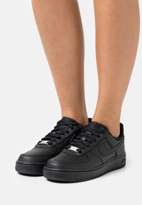 Nike Sportswear - AIR FORCE 1 - Tenisky - black - 0