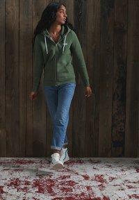 Superdry - ORANGE LABEL - Zip-up hoodie - washed khaki snowy - 1