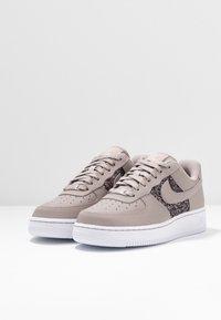 Nike Sportswear - AIR FORCE 1 - Sneaker low - pumice/white - 4