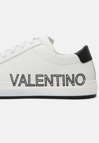 Valentino by Mario Valentino - Zapatillas - white/black - 6