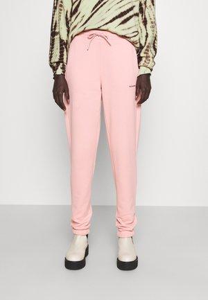 GABBY TROUSER - Teplákové kalhoty - pink