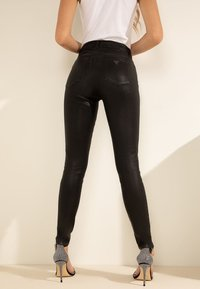 Guess - Jeansy Skinny Fit - zwart - 2