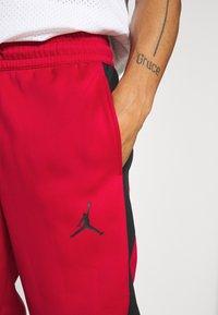 Jordan - AIR THERMA PANT - Teplákové kalhoty - gym red/black - 4