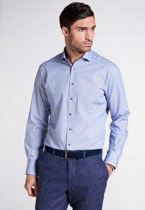 MODERN FIT - Shirt - blue