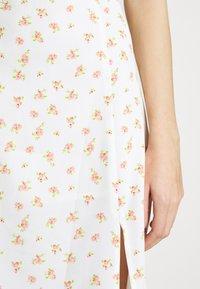 Glamorous - TIE BACK MIDI DRESS WITH PUFF SHORT SLEEVES SQUARE NECKLINE - Kjole - white/pink - 6
