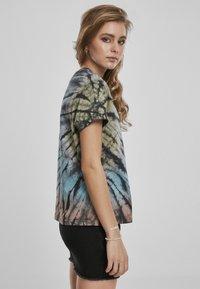 Urban Classics - Print T-shirt - black - 4