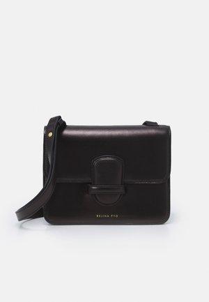 HARPER BAG SMALL - Schoudertas - black