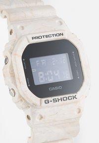 G-SHOCK - UTILITY WAVY MARBLE UNISEX - Digitální hodinky - tan - 5