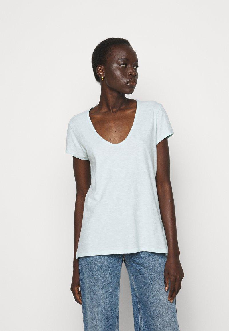 DRYKORN - AVIVI - Basic T-shirt - grün
