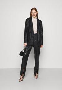 NA-KD - MATIAMU BY SOFIA - Short coat - black - 1