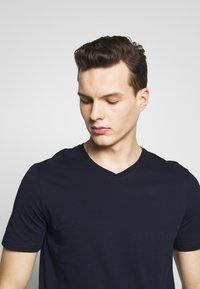 Benetton - BASIC VNECK - T-shirts basic - darkblue - 4
