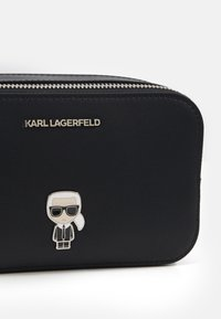KARL LAGERFELD - IKONIK PIN CAMERA BAG - Umhängetasche - black - 4