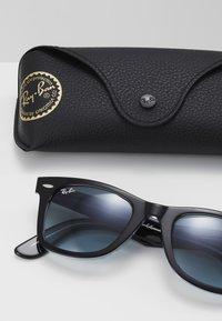 Ray-Ban - Sluneční brýle - black/blue - 2